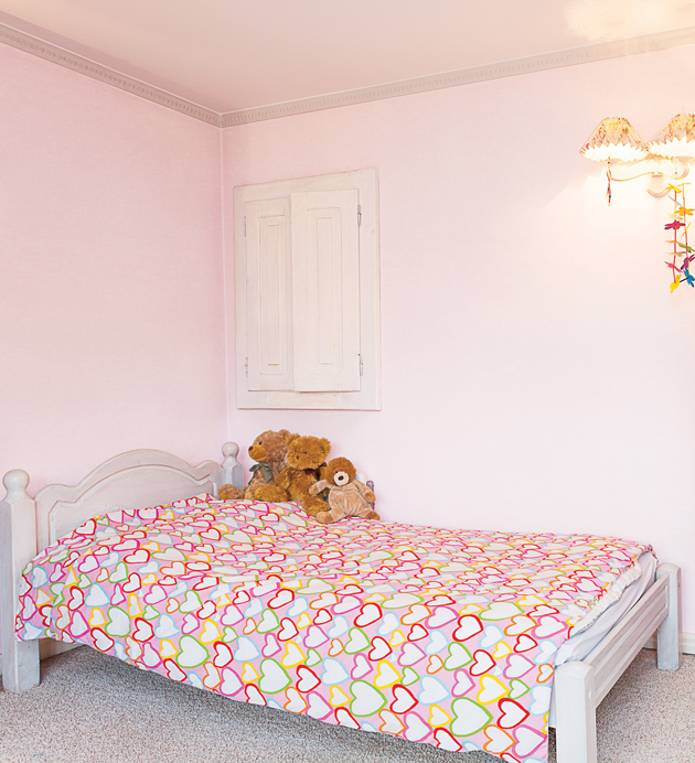 女の子のお部屋の壁紙シール使用例