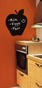 キッチンでカフェ風に黒板ウォールステッカーを使う