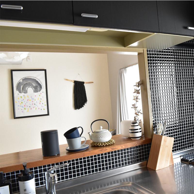 キッチンの壁にモザイクタイルシールを貼ってみよう!