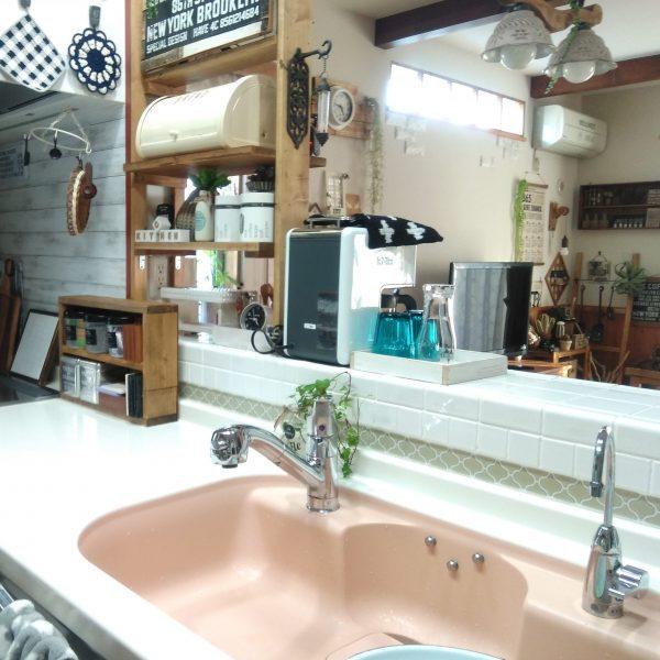 タイルシールでさらにナチュラルな雰囲気になったキッチン