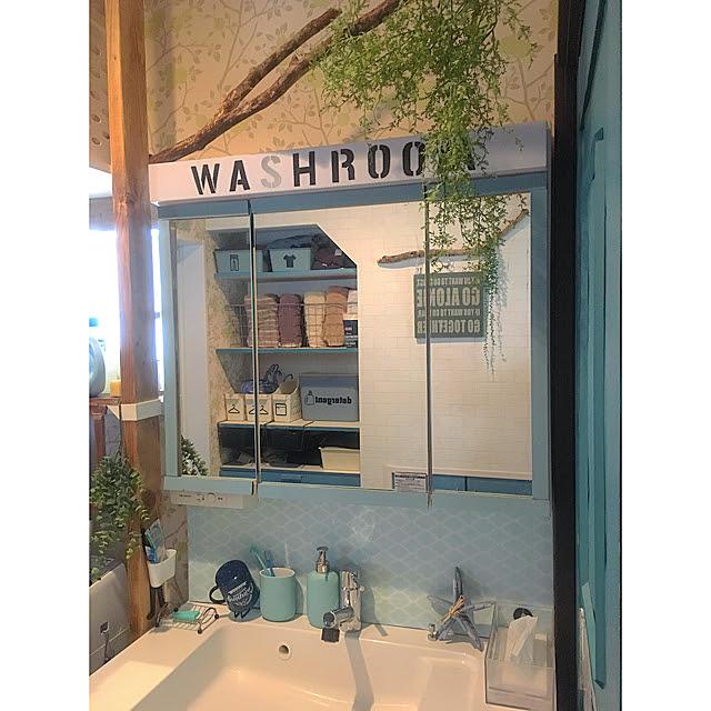 三角タイルシール 洗面化粧台の使用例