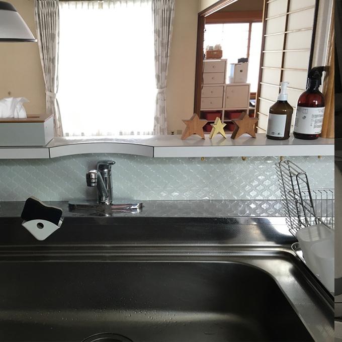 キッチンの蛇口裏、ランタンタイルシール使用例