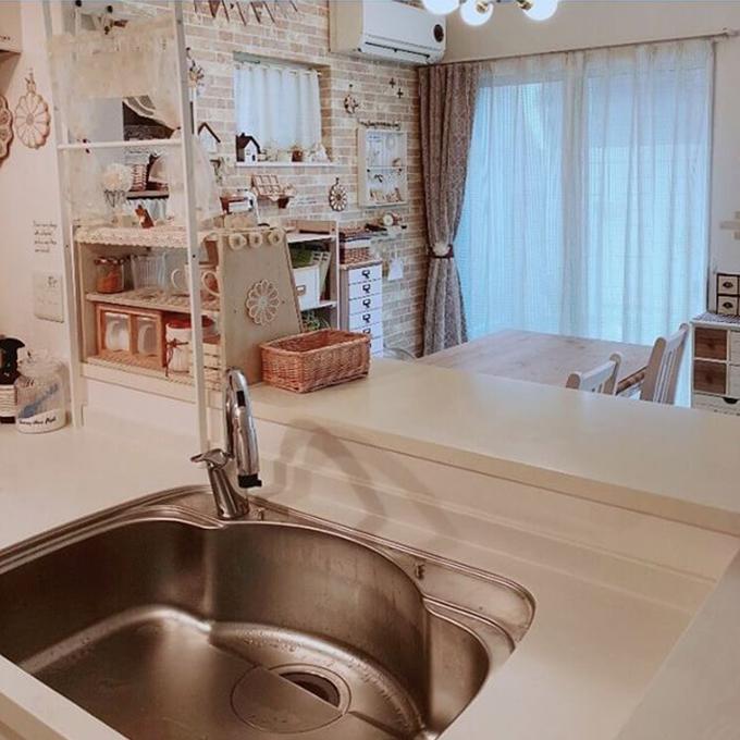キッチンの水の飛び散り汚れにもモザイクタイルシール