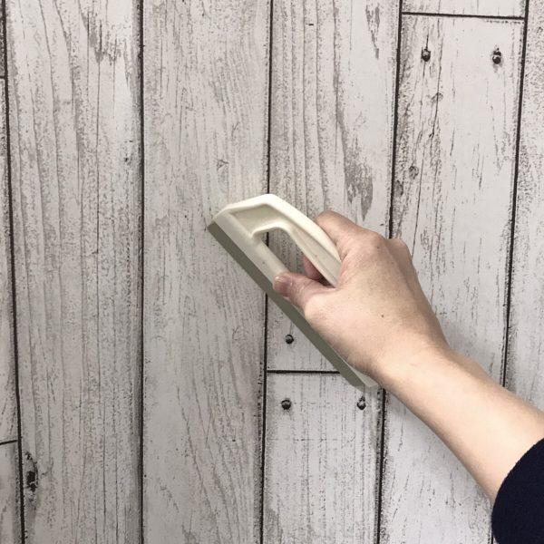 貼ってはがせる壁紙シートPETAPA繋ぎ目施工の様子