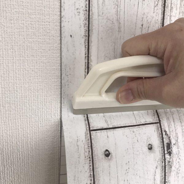 貼ってはがせる壁紙シートPETAPA施工の様子